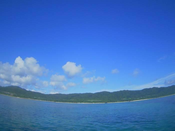 抜けるような青空、晴れの石垣島です