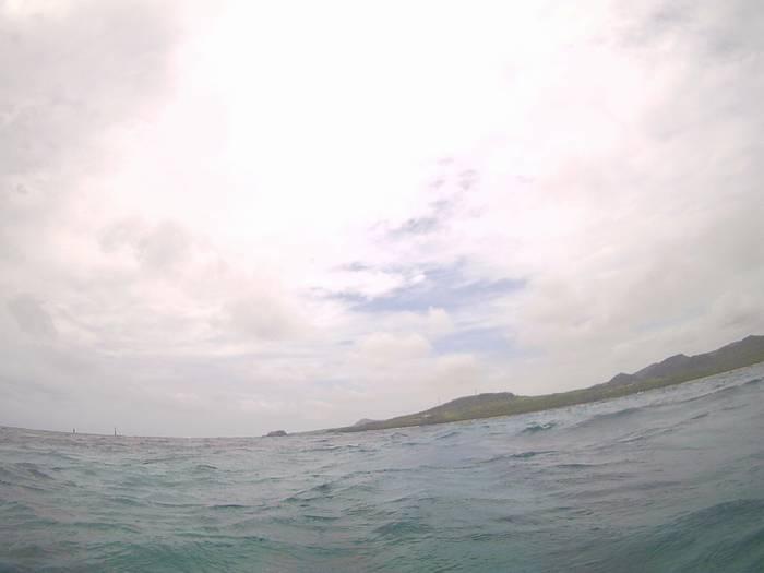 台風通過後のシュノーケリング。天気は曇りです