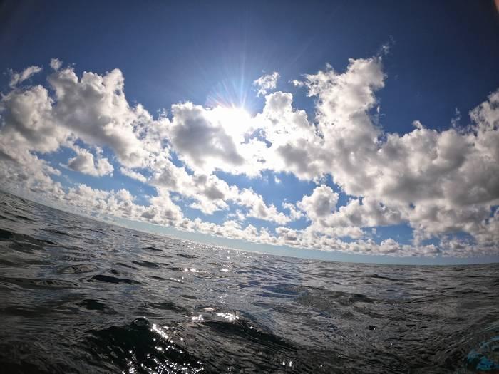 ポコポコ広い雲が漂っています。