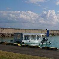 隠れ家的観光スポットで行く、伊野田漁港発グラスボート