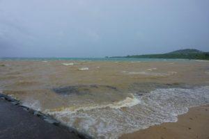気圧の谷!そして熱帯低気圧。石垣島は荒れ模様の天気です!