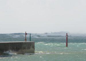 天気は晴れの石垣島ですが台風のうねり!本日陸ブログです!