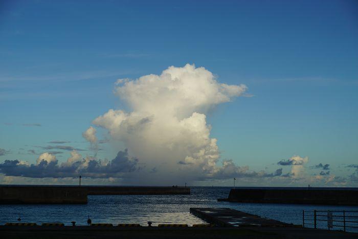 夕暮れ時の雲って、大きい