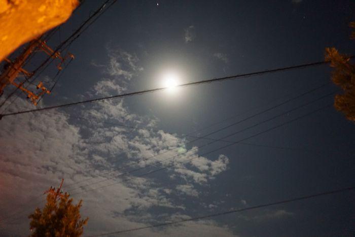 お月さん、とっても明るい