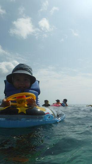 皆さんプカプカ浮いて楽しんでいます。