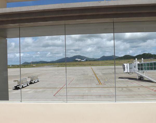 石垣空港からの展望デッキからの眺め