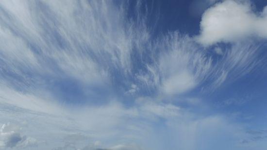ひと筆書きをしたような雲です。
