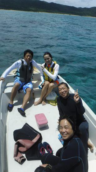 シュノーケル合宿最終日のMさんご夫婦とHさんとW辺さんです。