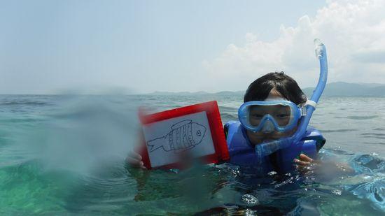 リサちゃん、お魚さんを書きましたっ!