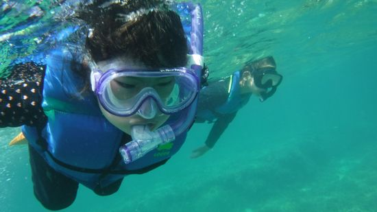 コトネチャンもコウダイ君もよい泳ぎです。
