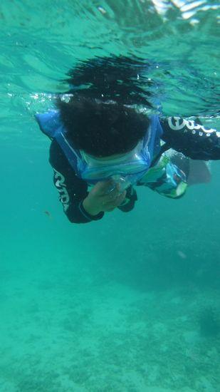 タカヒロ君も海を楽しんでいます。