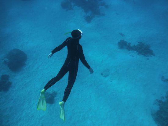 水中の浮遊感を存分に楽しんでいます