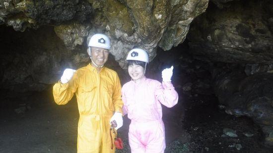 シュノーケル後は、洞窟探検です。