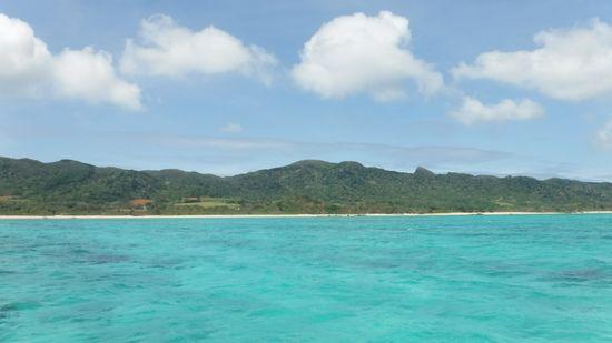 天気は、快晴、クリアブルーの海が広がります。