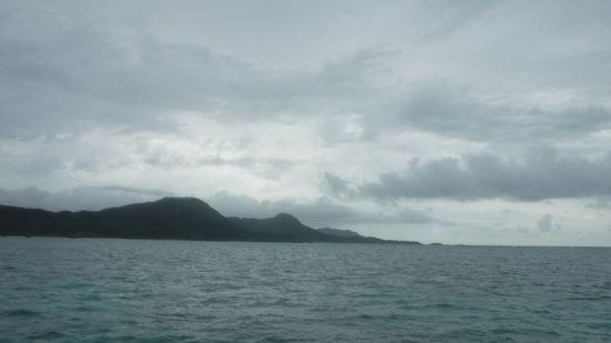 今日は、どんより雲が空を覆っています。