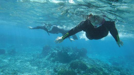 サンゴを楽しんでいるT原さんとT田さんです。