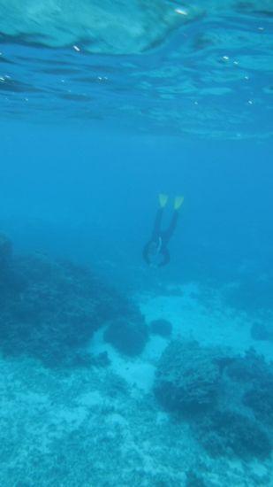 水中に吸い込まれていくS田さんです。
