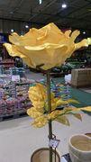 大きな造花です。