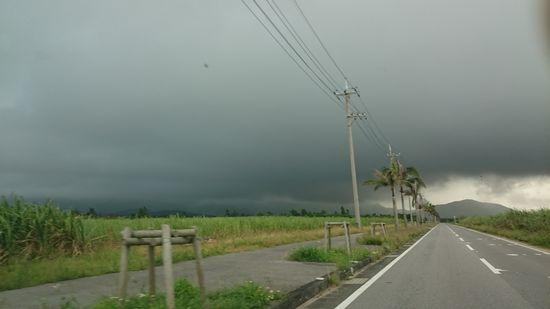 黒い雲がもくもくしている午前でした