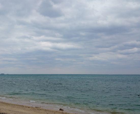 曇り模様ですが、波は穏やかです