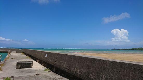 台風通過前は青空広がる石垣島