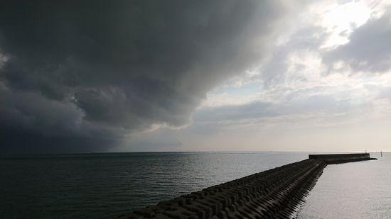 雨雲。前線の通過ですね