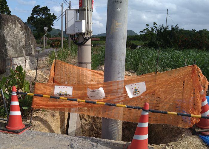 電信柱の工事中