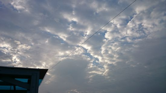 朝は曇り模様です