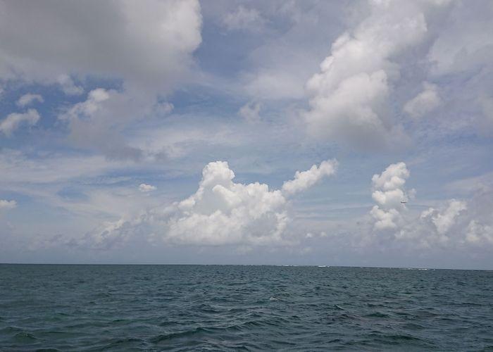 空の雲を眺めながら