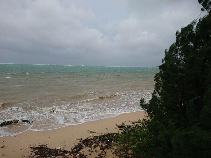 台風前日のビーチ