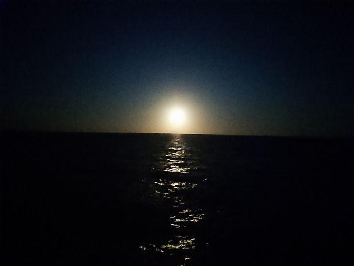 月の出を写真撮影