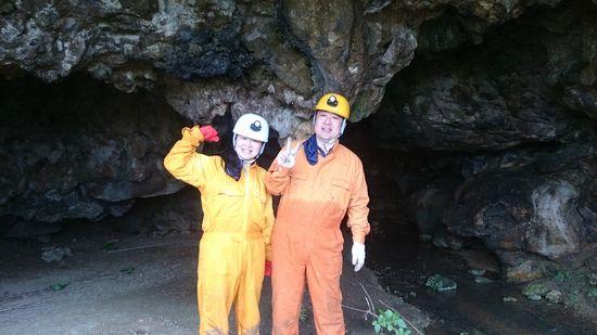 海の次は、洞窟です!