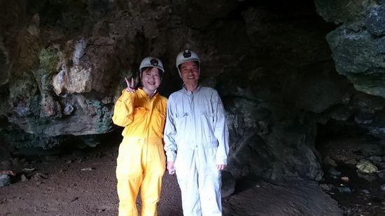 シュノーケリングの後は、洞窟ツアーです。