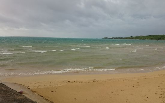 ビーチも波が高いです