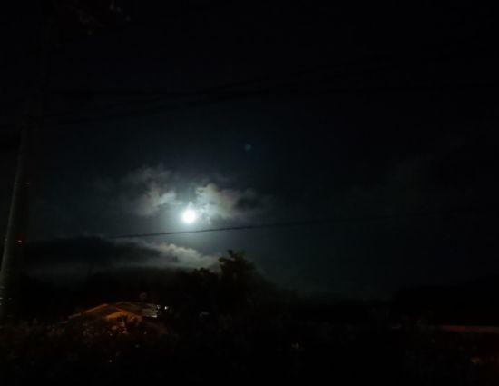 お月さんもきれいであれば
