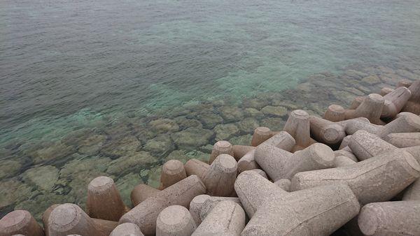 テトラポッドからの海水