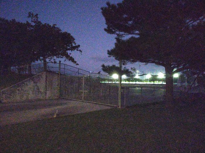 競技場のフェンスには