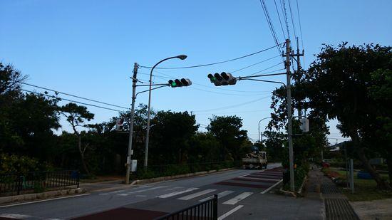 小学校前の信号機