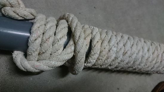 ロープをぐるぐる巻いて