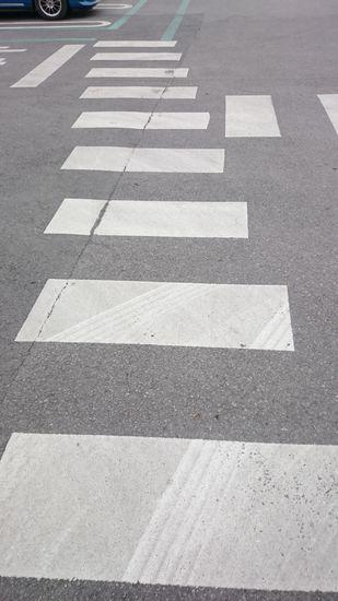 斜めに進む横断歩道