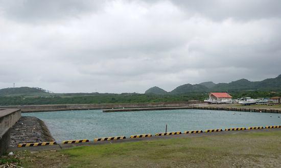 もう港のボートは陸揚げです。