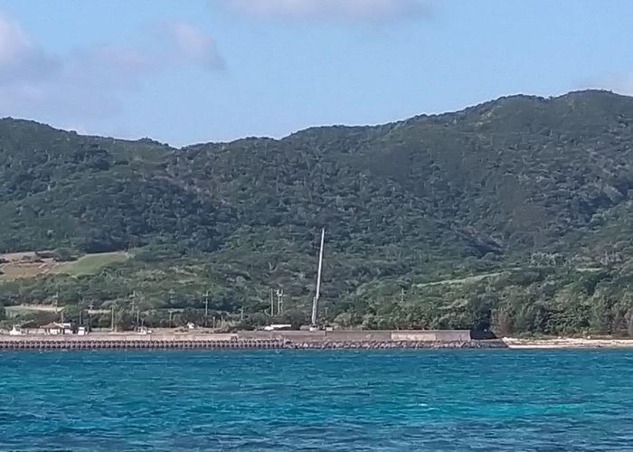 海から港を見ると