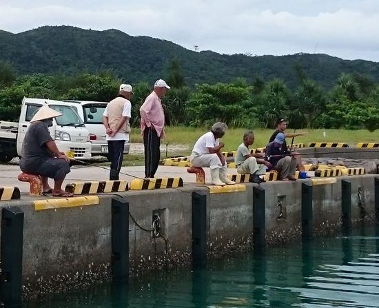 釣り人がいっぱいです。