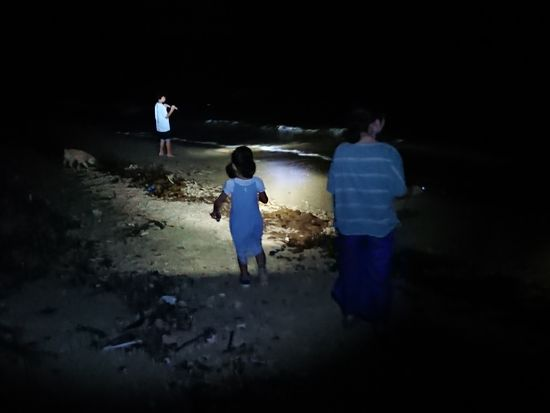 夜のビーチ散策