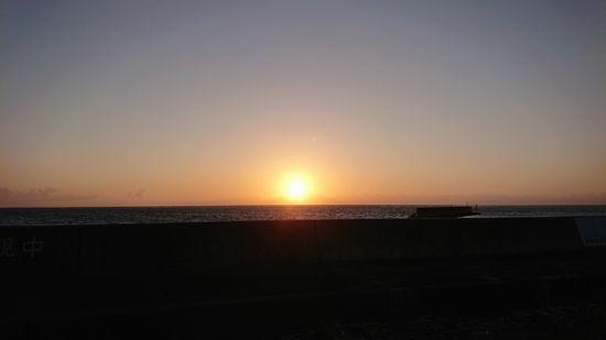 朝日が神々しい石垣島です。