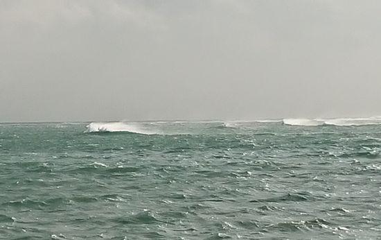 シュノーケルポイントに白波が。。。