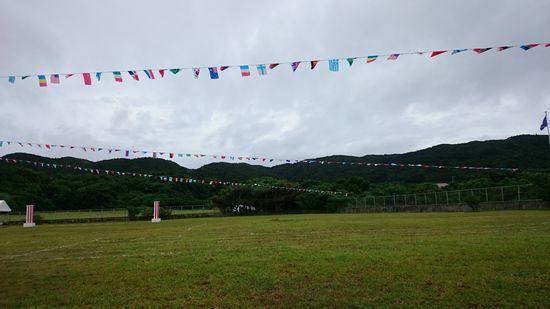 天気は曇り。今に雨が降りそう。
