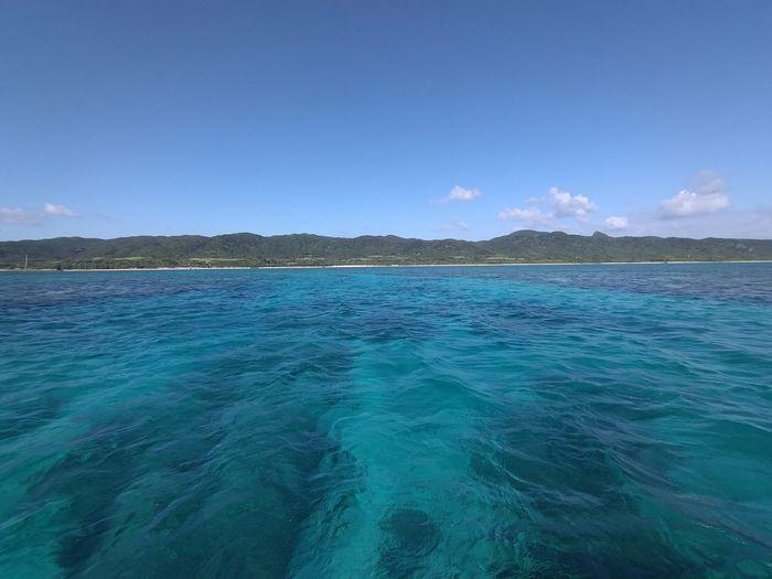 エメラルドグリーンの海が広がります