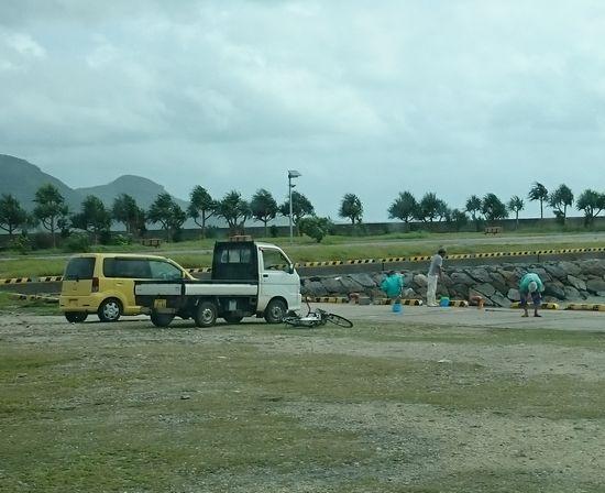 台風前でも釣り人は、楽しんでいます。