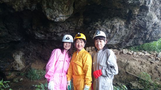 さぁ海の後は、洞窟探検です